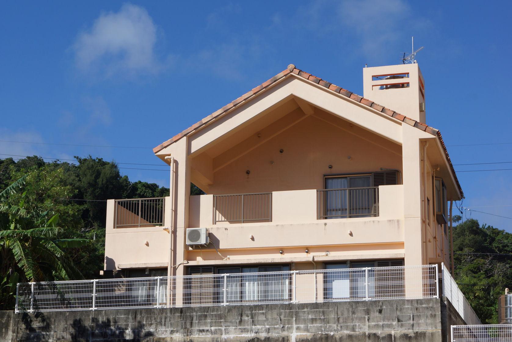 沖縄・うるまの4LDK、最大11名まで宿泊できる広々としたプライベートなお家です。